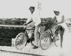 Marcello Mastroianni and Virna Lisi ride bikes.
