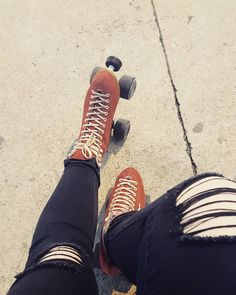 "Polubienia: 34, komentarze: 1 – Veronica Wandasiewicz (@miss.veronica.xoxo) na Instagramie: ""This weather needs to stay forever ❤ #moxi #skates #moxiskates #retro #vintage #shred…"""