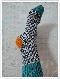 Herr och Fru Ulltuss are a pair of cuff down socks, with a short row heel and colorwork. Crochet Socks, Knitting Socks, Knitting Stitches, Crochet Yarn, Hand Knitting, Knitting Patterns, Knit Shoes, Knitting Projects, Yarn Projects