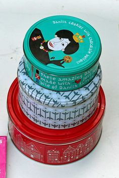 Create some stylish storage by repurposing empty cookie tins with maps and leather handles. These storage tins would look great in any travel themed room. Reuse Recycle, Upcycle, Recycling, Crafts To Make And Sell, Diy And Crafts, Covering Boxes, Diy Craft Projects, Craft Ideas, Os Maps