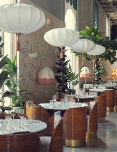 Versace, Paris Restaurants, Perfect Place, Rattan, Table Settings, Table Decorations, Interior Design, Places, Furniture