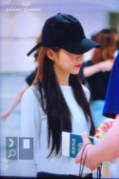 Irene, Red Velvet, Kpop, Twitter, Fashion, Moda, Fashion Styles, Fashion Illustrations