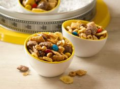 Minion Munch Chex® Party Mix - Nuts about peanut butter and banana together? This new dynamite party mix, with banana, peanut butter and just a touch of chocolate tossed in for good measure, is one tasty treat! Snack Mix Recipes, Yummy Snacks, Yummy Treats, Sweet Treats, Snack Mixes, Cereal Recipes, Party Recipes, Drink Recipes, Dried Banana Chips