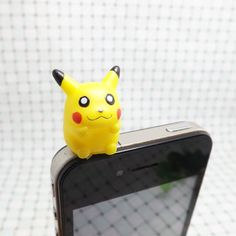 Cute Lovely Pokemon Sitting Rubber Pikachu Dust Plug 3.5mm Cell Phone Plug iPhone 4 4S 5 5S Plug Samsung Charm Headphone Jack Ear Cap