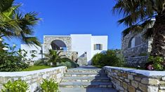 Villa Villa Midas, Location à Cyclades - Autres îles Paros, Location Villa, Sidewalk, Mansions, House Styles, Private Pool, Luxury Villa, Nice Beach, Manor Houses