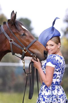 Kate Upton poses with Emirates Melbourne Cup winner Voleuse de Coeurs in Australia. Photo By Rex Features