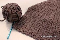 Beginning Crochet Easy Throw Rug for Beginning Crochet with video tutorial - Beginner Crochet Tutorial, Crochet Patterns For Beginners, Easy Crochet Patterns, Craft Patterns, Crochet Hook Set, Love Crochet, Crochet Yarn, Crochet Flower, Irish Crochet