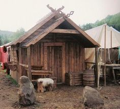 She says it takes two people three hours to set it up at fests, etc.: How bad ass is a house I can move with me, Viking style Viking Tent, Viking Camp, Viking House, Viking Life, Viking Village, Medieval Houses, Medieval Times, Long House, Norse Vikings