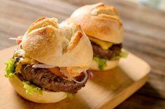Hambúrguer de costela e maionese de pimenta biquinho