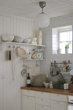 I really want a white kitchen with shelves like this...