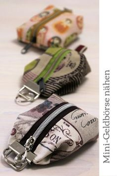 Mini Geldbörse nähen: So ein kleiner Geldbeutel ist ganz schnell und einfach g… Sewing a mini purse: a small purse is quickly and simply magic! With my instructions, you can sew a wallet for the keyring in no time. Purse Patterns, Sewing Patterns Free, Free Sewing, Sewing Tutorials, Sewing Projects, Diy Bags Purses, Mini Purse, Small Wallet, Sewing Techniques