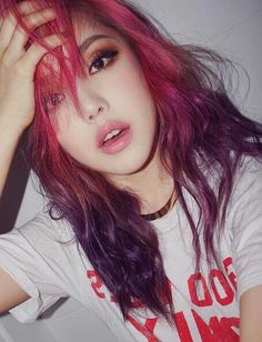 PONY  Top hair pink Bottom hair purple Cheveux rose & violet