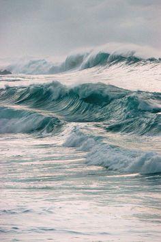 Море волнуется раз , море....