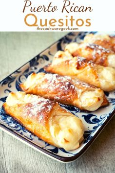 Flaky-on-the-outside and creamy-on-the-inside quesitos from Puerto Rico. These are one of the easiest desserts that you can make using puff pastry. Just 5 ingredients + 20 minutes! Pavlova, Puerto Rico, Easy Desserts, Dessert Recipes, Cheesecake Oreo, Cream Cheese Pastry, Sauce Creme, Boricua Recipes, Puff Pastry Recipes