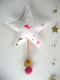 Star Mobile from Twiggy and Lou Felt Crafts, Fabric Crafts, Diy And Crafts, Arts And Crafts, Diy Projects To Try, Craft Projects, Sewing Projects, Christmas Time, Christmas Crafts