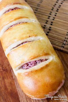 Esse Pão Caseiro Recheado com Presunto e Tomate é perfeito para o lanche da tarde. Veja a receita no Manga com Pimenta e prepare na sua casa.
