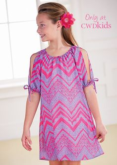 Chevron Open Sleeve Dress in pink and purple. Adorable tween fashion, would be a cute outfit on a girl or 10 year old too. Must have for spring, summer, and fall!