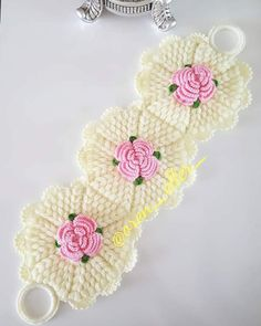 Patricia Giraldo's media content and analytics Crochet Flower Patterns, Baby Knitting Patterns, Crochet Flowers, Filet Crochet, Crochet Motif, Crochet Doilies, Crochet Home, Diy Crochet, Crochet Baby