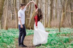 Shooting auf der Schneeglöckchenwiese mit Mareike& Ben| Hendrikje Richert Fotografie| Wiese| outdoor| Paar| Liebe| Wald| Paarshooting| Paarfotografie