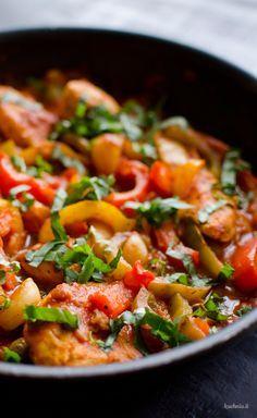 Pollo alla Romana, czyli kurczak duszony z papryką