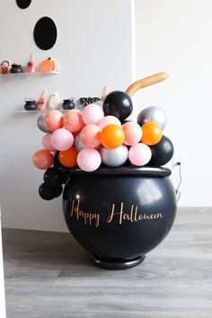 Halloween Balloons, Pink Halloween, Spooky Halloween, Halloween Party Decor, Holidays Halloween, Halloween Treats, Halloween Costumes, Disney Halloween Decorations, Haloween Party