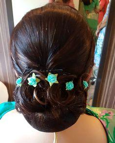 Instagram post by Falguni shah (Makeup artist) • May 6, 2018 at 8:04am UTC Hairstyles For Gowns, Low Bun Hairstyles, Bridal Hairstyles, Indian Hairstyles, Bridal Bun, Big Bun, Gorgeous Hair, Beautiful, Stylish Hair