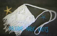 In this Macrame tutorial video you will see How to make Macrame Summer Bag DIY Summer Diy, Summer Crafts, Weaving Loom Diy, Diy Crafts For Bedroom, Yarn Bag, Diy Purse, Macrame Bag, Macrame Design, Craft Bags
