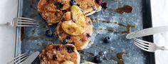 Het recept voor deze havermout pannenkoeken, met blauwe bessen en banaan, komt uit het boek Lekker Miljuschka van Miljuschka Witzenhausen.