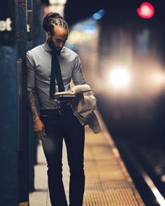 Black Men Are Beautiful. I don't know who this brother is but his attire, his skinny tie, he's reading, and his beautiful dreads. God is good.love a man with dreads! Black Man, Black Guys, Black Is Beautiful, Gorgeous Men, Beautiful Guys, Hello Beautiful, Jagua Henna, Collateral Beauty, Raining Men