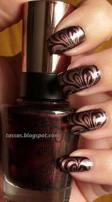 iwanna know how they got those fancy little trippy swirls on their fingernails... its mindblowin'!