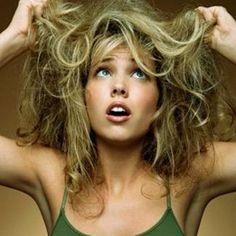 A causa di trattamenti aggressivi e di prodotti cosmetici non adeguati, i tuoi capelli possono diventare secchi ed aridi. Se trascurata, la capigliatura può diventare fragile ed opaca alla vista. Quasi non pettinabile. L'uso di prodotti aggressivi, di piastre per stirare i capelli, l'esposizione esagerata ai raggi del sole causano nel tempo veri danni ai capelli.