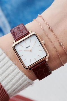 With its square case La Tétragone is a play on line, shape and form. Explore our full collection. Black Friday Madness, Trendy Watches, Shape And Form, Rose Gold Color, Green Bag, Square Watch, Classic White, Pearl White, Leather Case