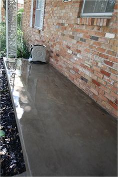 Prepping for a Perfectly Painted Concrete Porch Patio Fence, Back Patio, Small Patio, Painted Concrete Porch, Painting Concrete, Cement Garden, Cement Patio, Patio Border Ideas, Outdoor Flooring