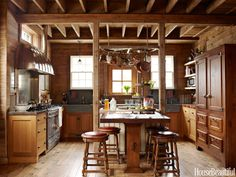 Turning a former stable into a sophisticated kitchen in Lake Forest, Illinois, designer Mick De Giulio added modern touches and farmhouse style to the original country building. | Visit http://www.suomenlvis.fi/