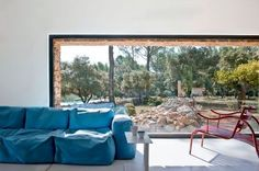 Nice large window in the living-room giving a panoramic view of the garden | More photos http://petitlien.fr/6eh7