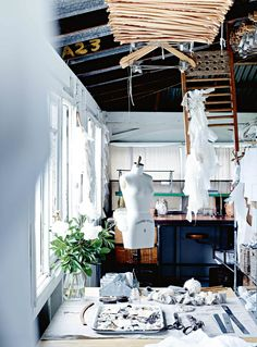 Rustic neutrals, handcrafted items and white-painted wood define this stunning home in Bangalow, NSW. Weatherboard House, Queenslander, White Rooms, White Walls, Colorful Decor, Colorful Interiors, Tranquil Bedroom, Sweden House, Australian Homes