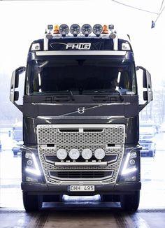 Volvo Trucks' deliveries: November 2015