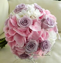 Buchet mireasa hortensii si trandafiri Floral Bouquets, Wedding Bouquets, Wedding Dresses, Hand Bouquet, Wedding Nails, Events, Weddings, Rose, Flowers
