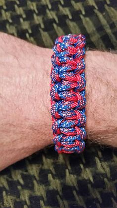 Check out this item in my Etsy shop https://www.etsy.com/listing/270441409/dixie-style-paracord-bracelet