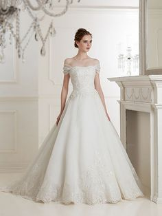 松尾のウェディングドレス、メンズフォーマルウェアのサイト Old Fashioned Wedding Dresses, Country Wedding Dresses, Princess Wedding Dresses, Elegant Wedding Dress, Wedding Bridesmaid Dresses, Best Wedding Dresses, Designer Wedding Dresses, Bridal Dresses, Wedding Styles