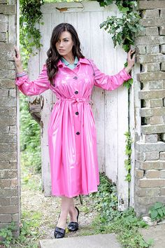 1950's Pleated Raincoat Girls Raincoat, Yellow Raincoat, Hooded Raincoat, Imper Pvc, Rubber Dress, Raincoats For Women, Rain Wear, Wrap Dress, Trench Coats