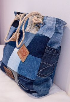 74 Awesome DIY ideas to recycle old jeans, DIY and Crafts, 74 AWESOME ideas to recycle jeans Patchwork Denim, Patchwork Bags, Denim Fabric, Patchwork Ideas, Artisanats Denim, Denim Bags From Jeans, Diy With Jeans, Diy Old Jeans, Diy Denim Purse