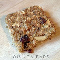 These grab and go quinoa breakfast bars make for easy meal prep! #quinoarecipes #mealprepping