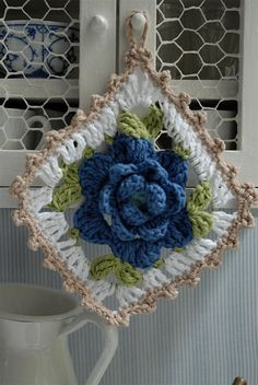 Flower granny square crochet inspiration only - no pattern Crochet Home, Love Crochet, Beautiful Crochet, Crochet Crafts, Yarn Crafts, Crochet Flowers, Crochet Projects, Crochet Potholders, Crochet Blocks