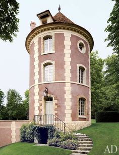 Valentino Garavani's Asian-Inspired Château Near Paris : Architectural Digest