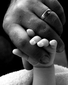 daddy holding his little girls hand. will do this one day. <3