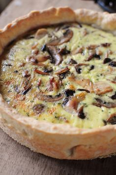 Quiche Champignons Poulet (Mushroom and Chicken) I Love Food, Good Food, Yummy Food, Quiches, Omelettes, Mushroom Quiche, Mushroom Chicken, Quiche Recipes, Pizza Recipes