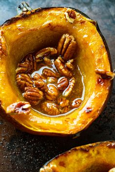 Maple Pecan Roasted Acorn Squash Easy roasted acorn squash boats filled with buttery maple syrup and topped with crunchy toasted pecans! Side Recipes, Vegetable Recipes, Vegetarian Recipes, Cooking Recipes, Healthy Recipes, Acorn Squash Recipes, Pumpkin Recipes, Fall Recipes, Turkey Recipes