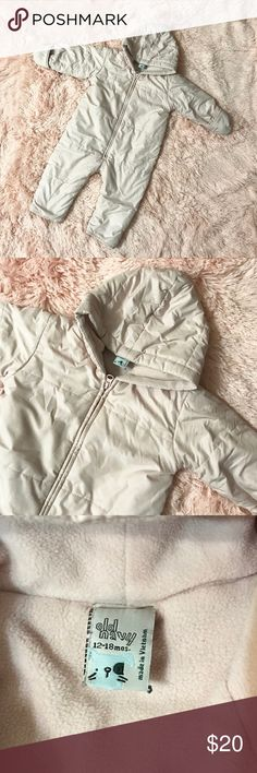 Old Navy Pink Quilted Puffer Bunting Snow Suit Old Navy baby pink colored quilted, Puffer bunting / snow suit with mittens and a warm hood. Super warm for my daughter to wear. No stains or tears, in great condition. Very lightly used 🎀💕 Prices are always negotiable, all offers are welcome 👍🏼 Old Navy Jackets & Coats Puffers