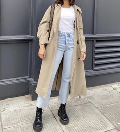 Cute Casual Outfits, Casual Chic, Cropped Jeans Outfit, Light Jeans, Capsule Outfits, Ootd Fashion, Minimalist Fashion, Aesthetic Clothes, Timeless Fashion